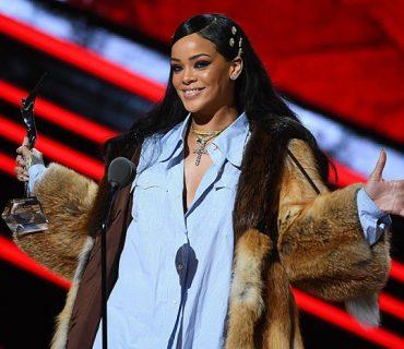 """Rihanna Honored With """"Rockstar Award"""" at Black Girls Rock!"""