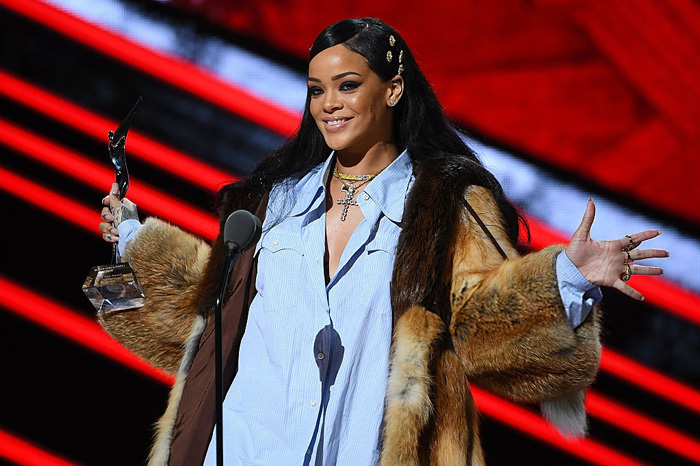 "Rihanna Honored With ""Rockstar Award"" at Black Girls Rock!"