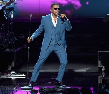 "Maxwell Performs ""Lake by the Ocean"" at the 2016 BET Awards [VIDEO]"