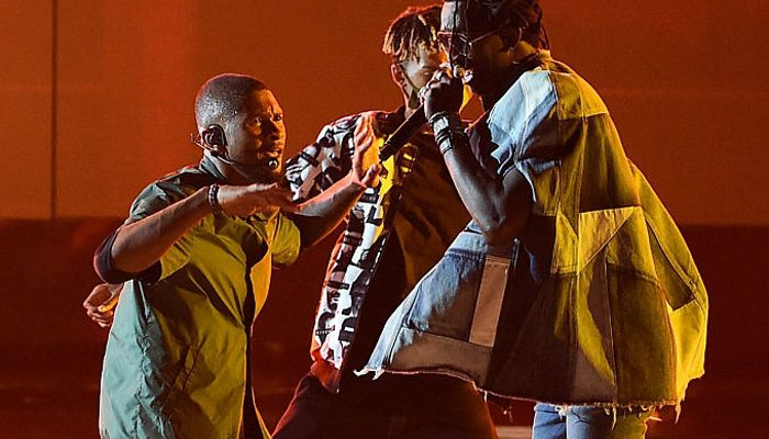 """Usher & Young Thug Perform """"No Limit"""" at the 2016 BET Awards [VIDEO]"""