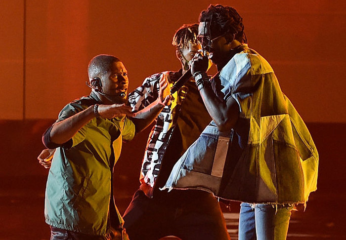 "Usher & Young Thug Perform ""No Limit"" at the 2016 BET Awards [VIDEO]"