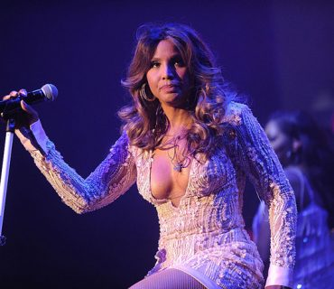 "Toni Braxton Announces ""The Hit's Tour"""