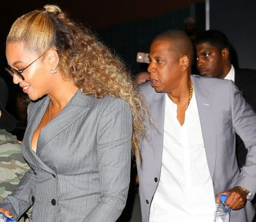 Jay Z Protects Beyoncé From a Fan [VIDEO]
