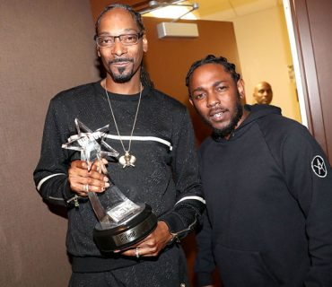 "Kendrick Lamar Presents Snoop Dogg with The ""I am Hip Hop Award"" at the BET Hip Hop Awards"