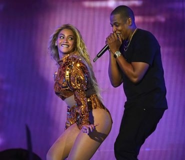 "Beyoncé Brings Out Jay Z, Serena Williams & Kendrick Lamar at ""Formation Tour"" Finale [VIDEO]"