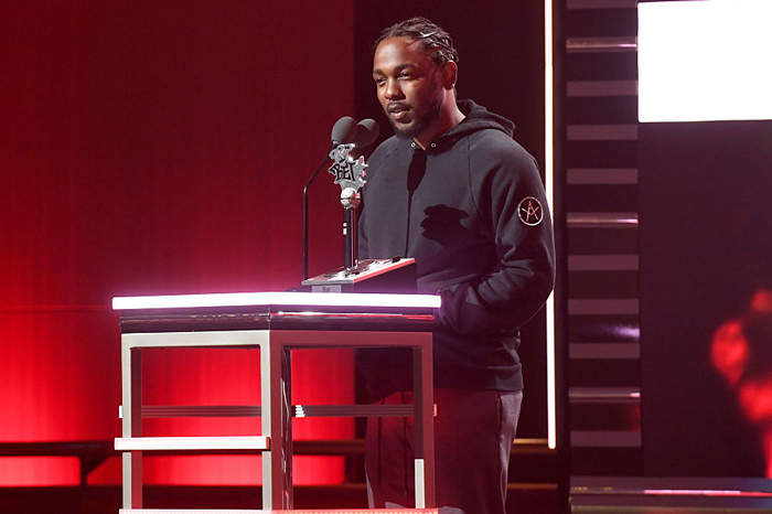"Kendrick Lamar Wins ""Lyricist of the Year"" at the 2016 BET Hip Hop Awards [VIDEO]"