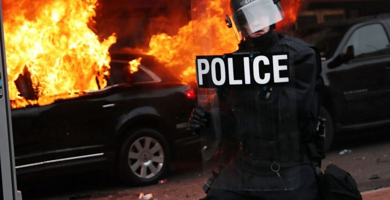 Photos: Riots Breakout at Trump Inauguration [VIDEO]