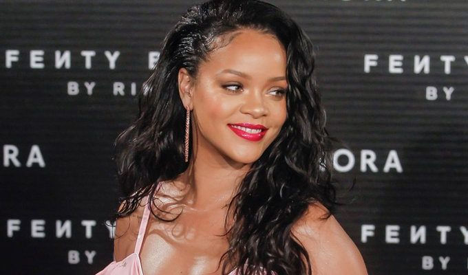 Rihanna Becomes the First Female Artist to Get 2 Billion Streams on Apple Music