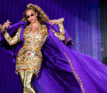Beyoncé Experiences a Stage Malfunction in Poland [VIDEO]