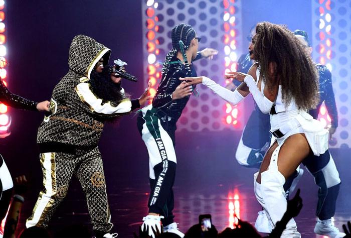 "Ciara & Missy Elliott ""Level Up"" at the AMAs [VIDEO]"